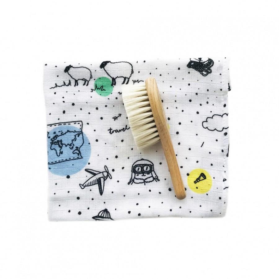 Lullalove - Szczotka włosie kozie z myjką - Miś podróżnik  | Esy Floresy